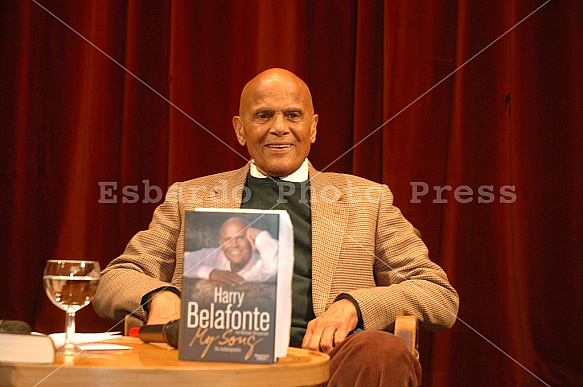 Harry Belafonte presents his book in Berlin