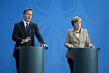Angela Merkel receives the Prime Minister of the United Kingdom David Cameron