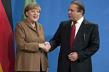 Angela Merkel receives the Prime Minister of Pakistan Nawaz Sharif