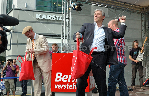 Election rally of Klaus Wowereit at Charlottenburg-Wilmersdorf on 18.8.2011