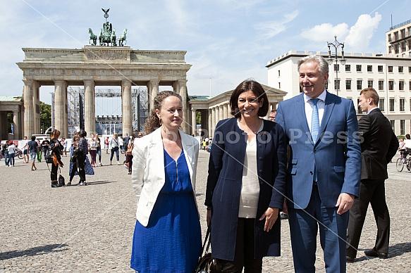 Klaus Wowereit receives the Mayor of Paris Anne Hidalgo